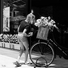 S.U.P-2 (picture_pleasure) Tags: people place portraits personen spain spanien street urban flowers blumen bw black white monochrome