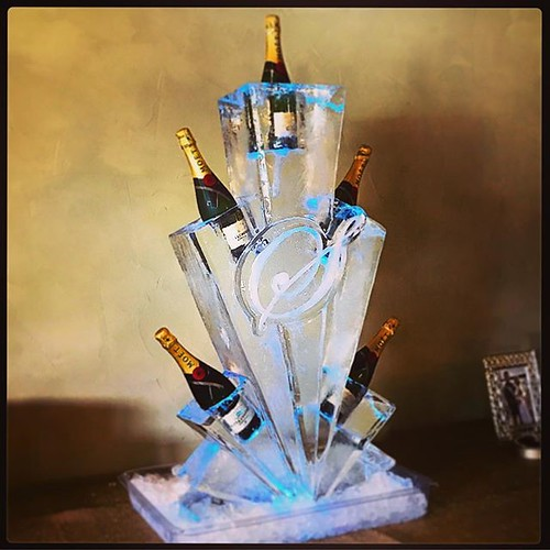 A classic #monogram #icesculpture #champagne rack for a #wedding @chandelierofgruenevenue #fullspectrumice #thinkoutsidetheblocks #brrriliant - Full Spectrum Ice Sculpture