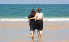 Pareja (Markspitz15) Tags: canon eos 1000d 300mm playa dia sol calor sansebastian donosti couple pareja juntos unidos amor