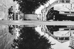 Otherwörld (Zesk MF) Tags: bw black white mono zesk low spiegelung reflection mirroring water wasser rad bike car gespiegelt regen pfütze 24mm street