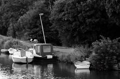 Purmedijk boats (Kallu Medeiros) Tags: kallumedeiros purmerend holland weermolen pentax k5 manual lenses k mount smc pentaxa zoom 70210mm 4 702104 14 boat barcos boot bw purmedijk canal kallu medeiros