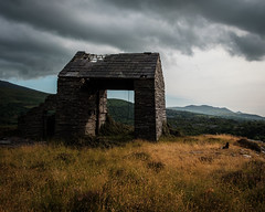 Incline Drumhouse, Pen yr Orsedd (Rogpow) Tags: nantlle penyrorseddquarry slatequarry wales yfron slate snowdonia northwales talysarn fujifilm fuji fujixpro2 industrialhistory industrialarchaeology industrial industry quarry abandoned derelict decay disused dilapidated ruin drumhouse incline building