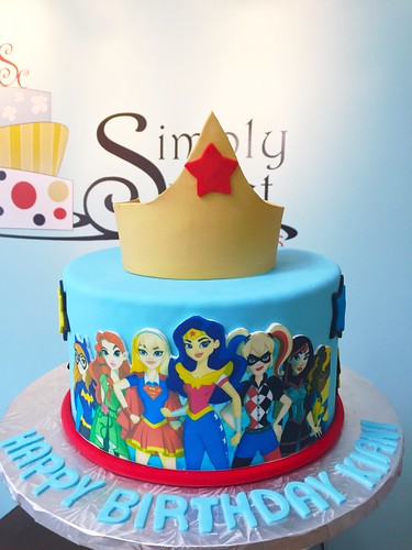 Strange Dc Superhero Girls Cake A Photo On Flickriver Funny Birthday Cards Online Kookostrdamsfinfo