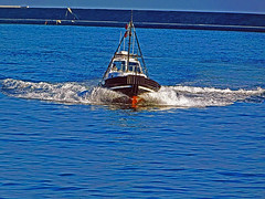 18063000900battello (coundown) Tags: genova battello porco panorama scorci barca barche navi lanterna spiagge viste pilota pilot
