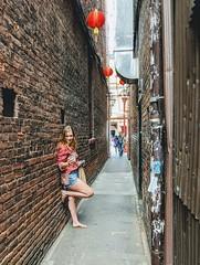 Fan Tan Alley (tourtrophy) Tags: fantanalley chinatown britishcolumbia victoria lady selfie googlepixel2xl
