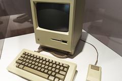 Apple Museum (Tuomo Lindfors) Tags: prague czechia praha czechrepublic tšekki tšekintasavalta applemuseum apple tietokone computer macintosh