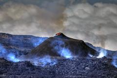 The heat is on (Robyn Hooz) Tags: vulcano bocca attività eruzione gas lava reunion fumo cone crater cratere island paradise inferno