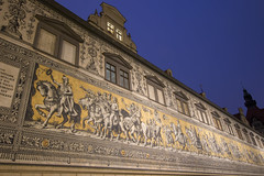 Fürstenzug - a history of Saxony in a long mural (HansPermana) Tags: dresden saxony sachsen eastgermany germany deutschland eu europe europa city cityscape spring march 2018 longexposure bluehour