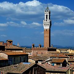 Siena - Torre del Mangia (pom'.) Tags: panasonicdmctz101 april 2018 siena italy italia tuscany toscana europeanunion torredemangia 14thcentury 1338 1348 88 pinacotecanazionaledisiena 100 200 300 400 5000