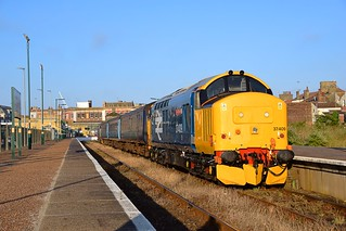 Large Logo 37409 about to take the 1955 Norwich Service from Lowestoft, with Large Logo 37407 on the rear. 28 06 2018