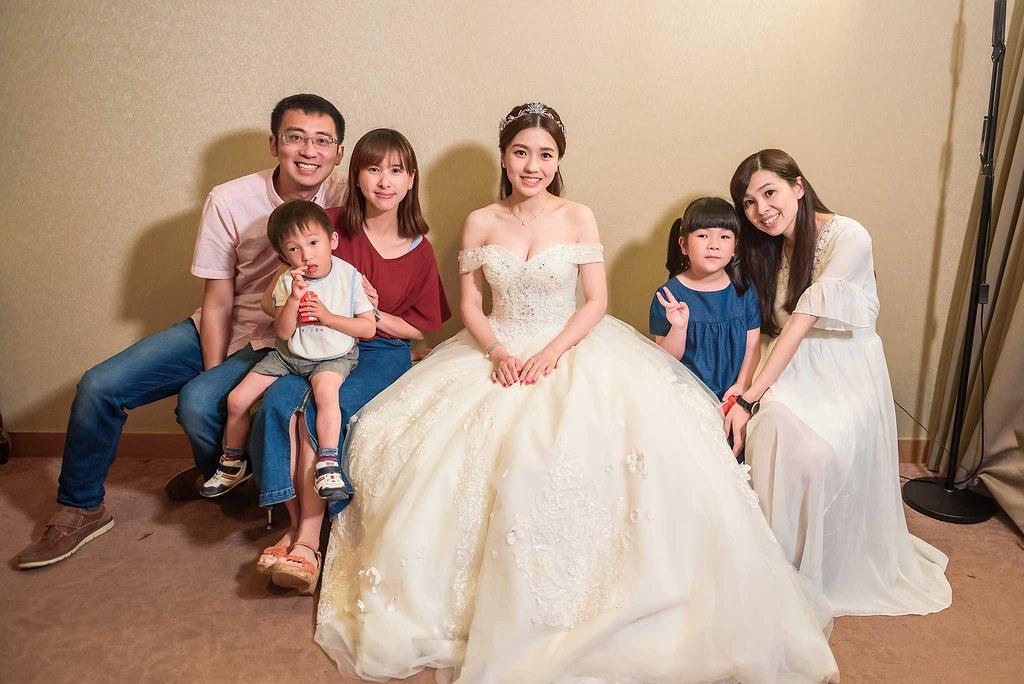 新娘休息室好友合照