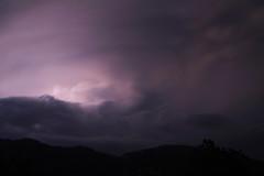 J'aime quand le ciel gronde (Emmanuelle2Aime2Ailes) Tags: ciel orage randonnée provence poselongue 7dwf châteauneuflesmoustiers
