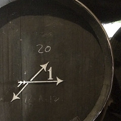 Un paseo por una bodega de Jerez VI (Juan J. Márquez (de vuelta a la batalla)) Tags: bodega jerez jerezdelafrontera cadiz andalucía españa color vino toneles barriles pedroximenez