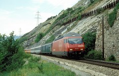 460 010  bei Leuk  24.05.93 (w. + h. brutzer) Tags: leuk eisenbahn eisenbahnen train trains schweiz switzerland railway elok eloks lokomotive locomotive zug 460 sbb webru analog nikon