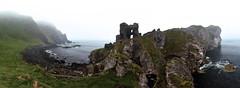IRLANDE du Nord - Kinbane Castle dans la brume (AlCapitol) Tags: irlande irlandedunord kinbane kinbanecastle nikon d810 ruines falaises cliffs ocean brumes brouillard fog mist