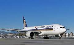 9V-SVM Singapore Airlines Boeing 777-200 (Bernard Spragg) Tags: aviation aircraft planes aeroplanes flight boeing lumix christchurchairport 9vsvmsingaporeairlinesboeing777200 rrtrent892