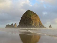 Haystack Rock (altfelix11) Tags: oregon cannonbeach pacificocean beach ocean clouds sky haystackrock clatsopcounty gull birds