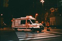 Soporte Vital Avanzado (srgpicker) Tags: 35mm 400 f²400 ambulance analog contax contaxt2 f2400 film iso400 lomography t2 zaragoza centrofuji ambulancia noche night redcross cruzroja emergencias
