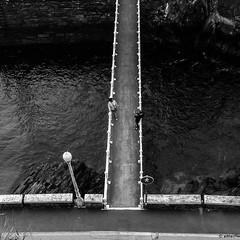 sobre el rio (mariano sánchez gª. del moral) Tags: asturias luarca agua bn blancoynegro cenital farola pareja puente rio robado señal simetria verticales