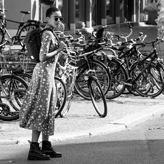 où est mon vélo? (every pixel counts) Tags: 2018 berlin mitte city eu everypixelcounts blackandwhite capital germany europa bw bicycle vélo sunglasses 11 backpack girl fashion style blackwhite square dress daylight day street people berlinalive beauty woman rue robe