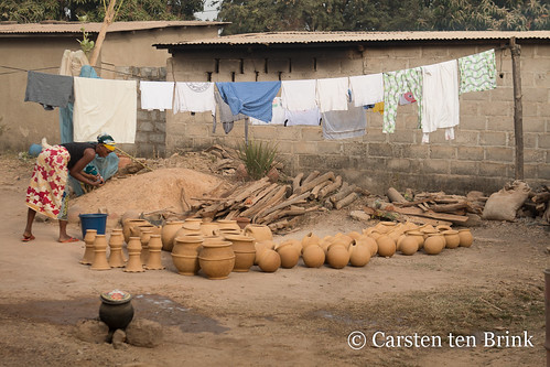 Odienné pottery and washing
