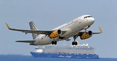 Vueling / Airbus A320-232 / EC-MER (vic_206) Tags: vueling airbusa320232 ecmer bcn lebl barco ship crucero sea mar