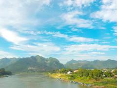 DSCN1496 (Dante Dang) Tags: bautroi sky xanhngắt blue núi mountain sônglô loriver mây clouds nhà houses canhdong fields việtnam vietnam