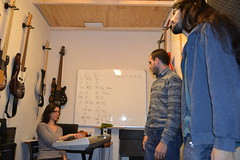 """08 Clase de canto • <a style=""""font-size:0.8em;"""" href=""""http://www.flickr.com/photos/158134010@N02/43376198442/"""" target=""""_blank"""">View on Flickr</a>"""