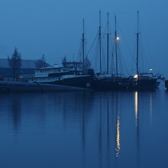 sea at night (Pico 69) Tags: wasser steg ufer schiffe boote hafen amsterdam nachts blau pico69