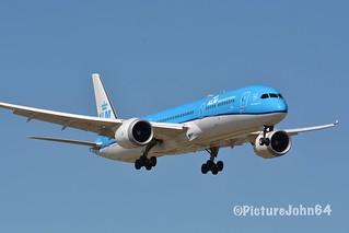 """B787-9: KL664 KLM Boeing 787-9 Dreamliner (PH-BHE) """"Dahlia"""" arriving from New York JFK at Schiphol Amsterdam"""