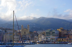 501 - Bastia à travers le Vieux Port, église Saint-Jean Baptiste (paspog) Tags: bastia corse corsica vieuxport hafen haven port may mai 2018 ships boats navires schiffe bateaux églisesaintjeanbaptiste église church kirche