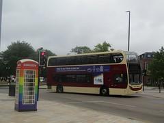 East Yorkshire 901 EYH876 Carr Lane, Hull (1280x960) (dearingbuspix) Tags: eyms eastyorkshire hullpride pride goahead gonortheast 901 yx11dvh eyh876
