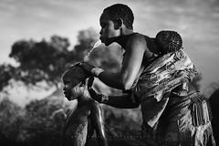 Bodi people. Omo Valley, Ethioia. (Raúl Barrero fotografía) Tags: bodi tribe family shower africa omovalley