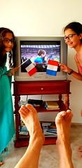 2018-07-15 - Dimanche - 196/365 - We are the champions - (Queen) (Robert - Photo du jour) Tags: 2018 juillet portugal vilamoura match finale coupedumonde2018 foot wearethechampions queen france pied fête adèle nina