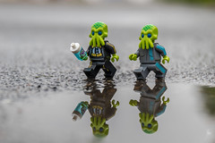 Alien jogging (Ballou34) Tags: 2018 7dmark2 7dmarkii 7d2 7dii afol ballou34 canon canon7dmarkii canon7dii eos eos7dmarkii eos7d2 eos7dii flickr lego legographer legography minifigures photography stuckinplastic toy toyphotography toys stuck in plastic space alien jogging run race water