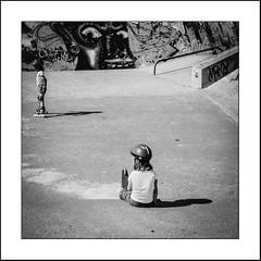 Les deux soeurs (Napafloma-Photographe) Tags: 2018 architecturebatimentsmonuments bandw bw bâtiments fr france géographie lehavre métiersetpersonnages normandie personnes roller sportsetloisirs techniquephoto blackandwhite boutique enfant monochrome napaflomaphotographe noiretblanc noiretblancfrance photoderue photographe province salle salledesport skatepark sports streetphoto streetphotography seinemaritime