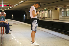 Larissa Station - Athens (Greece) (Meteorry) Tags: europe greece ελλάδα athens αθήνα athènes athína attica athina metro undrground subway man homme guy male boy teen twink candid platform people unposed sneakers skets baskets trainers adidas stansmith white jeans may 2018 meteorry