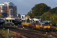 66846, Basingstoke, September 28th 2017 (Southsea_Matt) Tags: 66846 66573 class66 emd colasrail basingstoke eastleigh hoojunction freight canon 80d 24105mm september 2017 autumn hampshire england unitedkingdom railway railroad train rail transport vehicle diesellocomotive