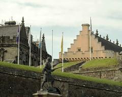 Stirling Castle 1 (joeng) Tags: uk scotland landscape places castle stirlingcastle stirling mountain building people statue