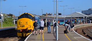 Attracting plenty of attention, Large Logo pair 37409 on the rear and 37407 on the front of 1736 Norwich Service, after arriving at Gt Yarmouth. 28 06 2018