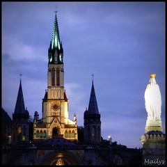 Marie bienveillante (Maïlys_) Tags: marie lourdes basilique croyance catholique