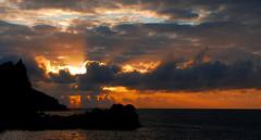 Soleil ! Soleil ! (Le.Patou) Tags: madeira island madère ciel nuage sky skyporn cloud sunrise aurore dawn sun mer océan sea ocean sol mar céu nuvens amanhecer nascerdosol leverdesoleil fz1000