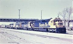 Santa Fe SD45-2 locomotive leading a freight train at Barstow in 1975 9419 (Tangled Bank) Tags: old classic heritage vintage railroad railway trains north american santa fe atsf sd452 locomotive leading freight train san bernardino 1977 9420