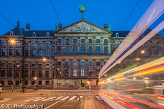 Palace (JdJ Photography (www.jdj-photography.nl)) Tags: amsterdamcitycenter amsterdam nederland netherlands europa europe avond evening blauweuur bluehour koninklijkpaleis royalpalace tram openbaarvervoer publictransport bewegingsonscherpte motionblur auto car rijden driving straatverlichting streetlights