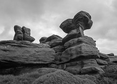 Crow Stones (l4ts) Tags: landscape derbyshire peakdistrict darkpeak upperderwentvalley crowstones howdenmoor gritstone gritstonetors gritstoneedge bilberries heather moorland blackwhite monochrome