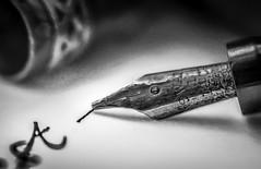 Dearest (+Pattycake+) Tags: textures macro pen swan gold metal backintheday 2april2018 1930s
