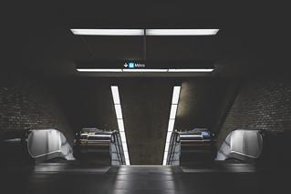 Square Victoria Metro