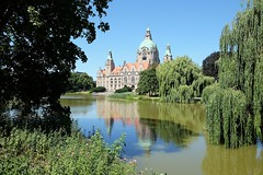 HANNOVER - CITY HALL (Maikel L.) Tags: europe europa deutschland germany alemania niedersachsen lowersaxony bajasajonia hannover hanover rathaus townhall cityhall ayuntamiento architektur architecture maschpark maschteich parc park urbannature urban summer sommer plants spiegelung reflection reflecting refleccion teich pond green grün nature