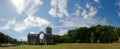 Fountains Abbey and Studley Royal (Simon Caunt) Tags: brandyorkshire ©️simoncaunt d800 nikond800 nikoncameras nikon nationalpark northyorkshire nationaltrust unesco park heritage 240700mmf28nikkor afsnikkor2470mmf28 panorama panoramic wideview widescreen wideformat widefieldpanorama oblong blue bluesky blueskies mrbluesky