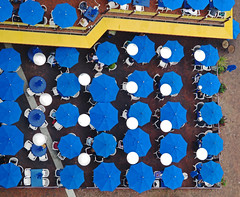 Lunch...from above  #SpaceNeedle Seattle, Washington (al-ien) Tags: spaceneedle seattlewashington seattle abstract abstractreality lunch eyeview blue awnings